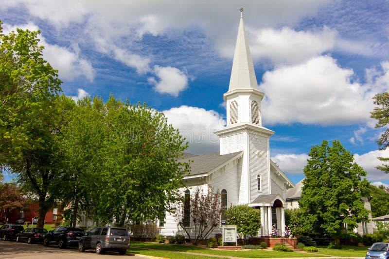 Första Babtist kyrka i Hudson, Wisconsin, USA royaltyfri foto