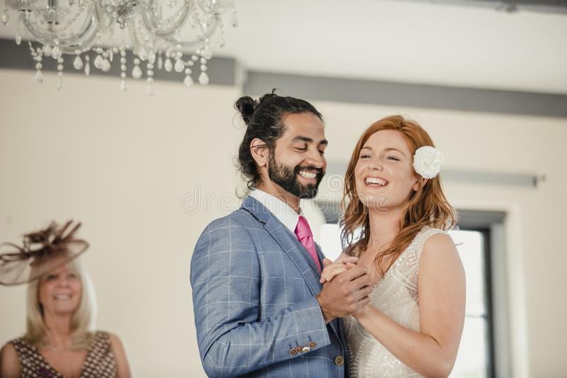 Första dans på vårt bröllop arkivfoto