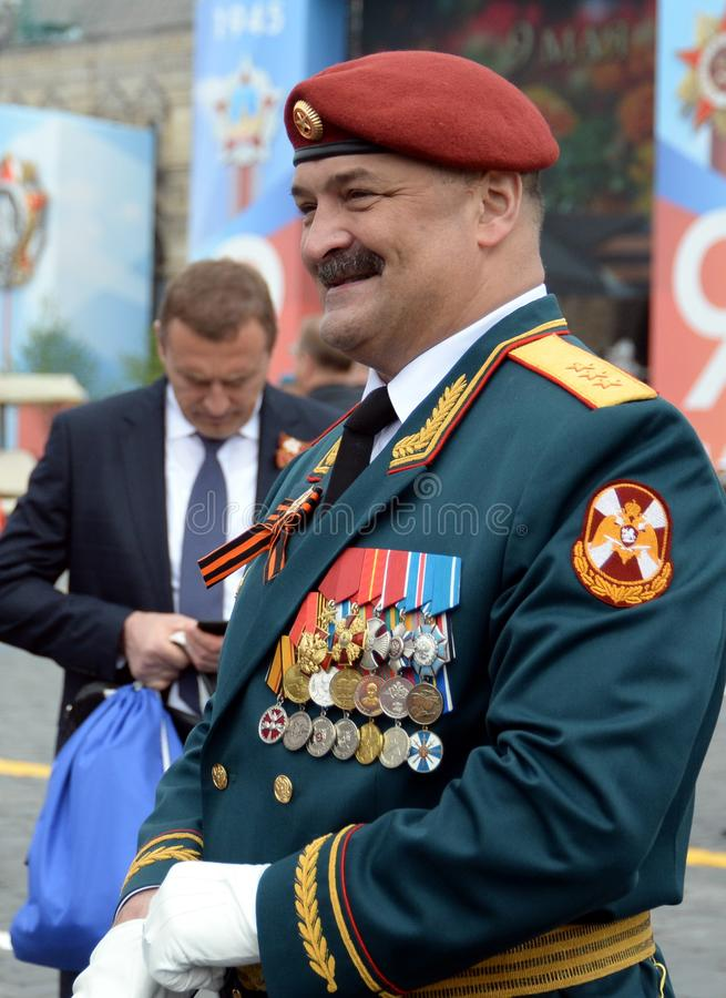 Första ersättare Director av den federala servicen av den nationella vakten soldat-Överste-allmänna Sergei Melikov på röd fyrkant arkivfoton