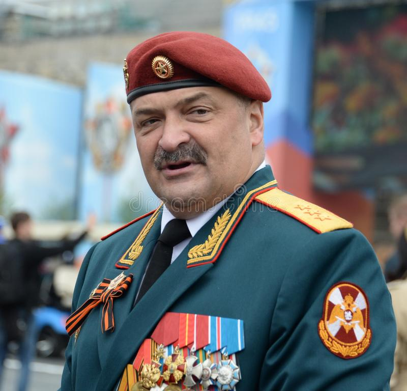 Första ersättare Director av den federala servicen av den nationella vakten soldat-Överste-allmänna Sergei Melikov på röd fyrkant royaltyfri fotografi