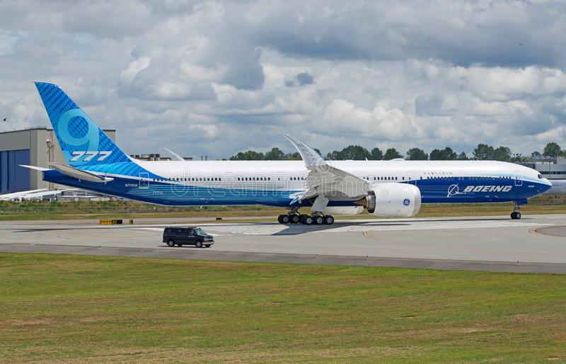Första flyg för Boeing 777-9X taxiprov pre royaltyfria foton