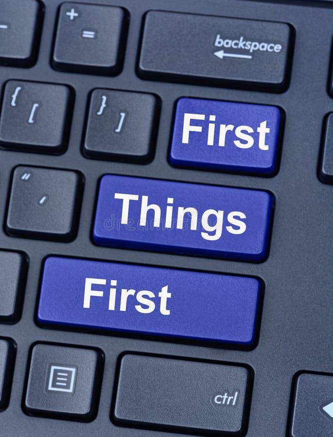 Första saker först på tangentbordet fotografering för bildbyråer