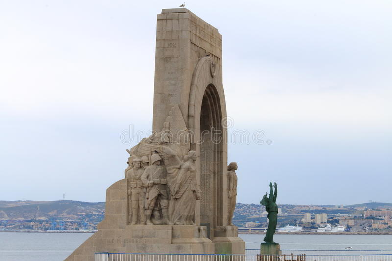 Första världskrigminnesmärke i Vallon des Auffes nära Marseille royaltyfria bilder