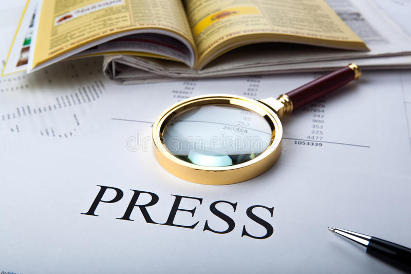 Förstoringsapparaten och undertecknar pressen arkivfoton
