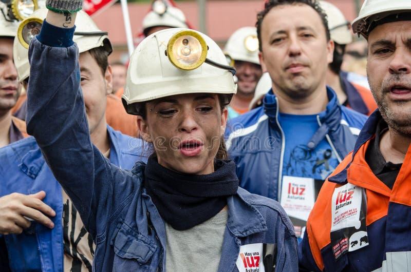 försvarlangreo samlar mass gruvarbetare fotografering för bildbyråer