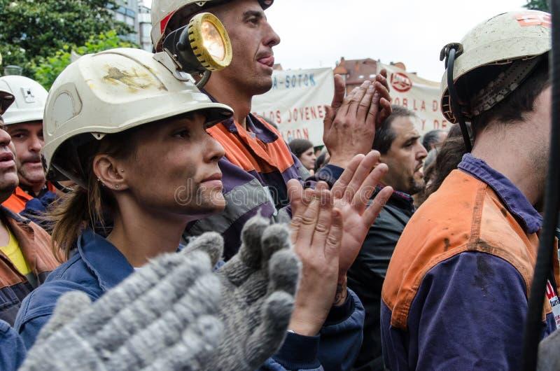 försvarlangreo samlar mass gruvarbetare arkivfoto