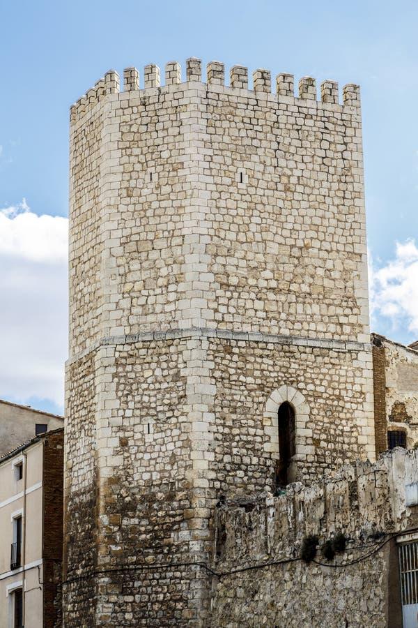 Försvartorn och port till staden av Teruel royaltyfri bild