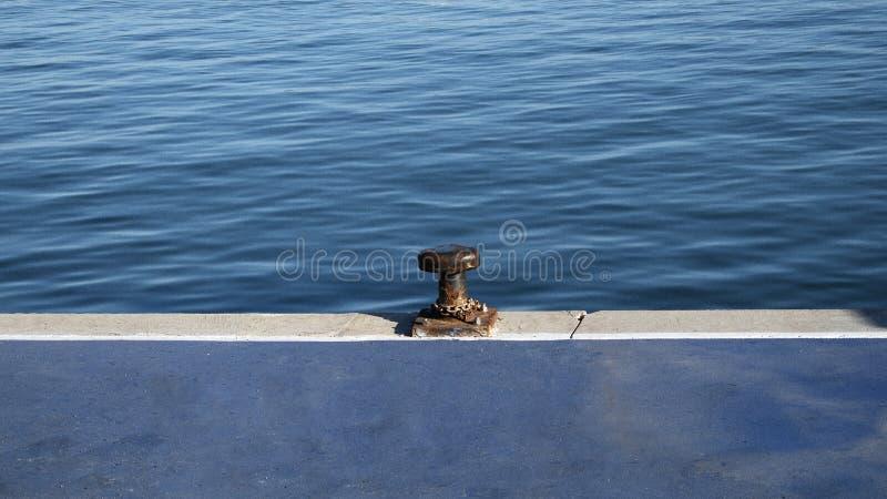 Förtöja i en port royaltyfri bild