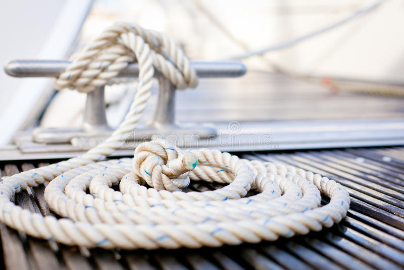 förtöja nautiskt rep arkivfoto
