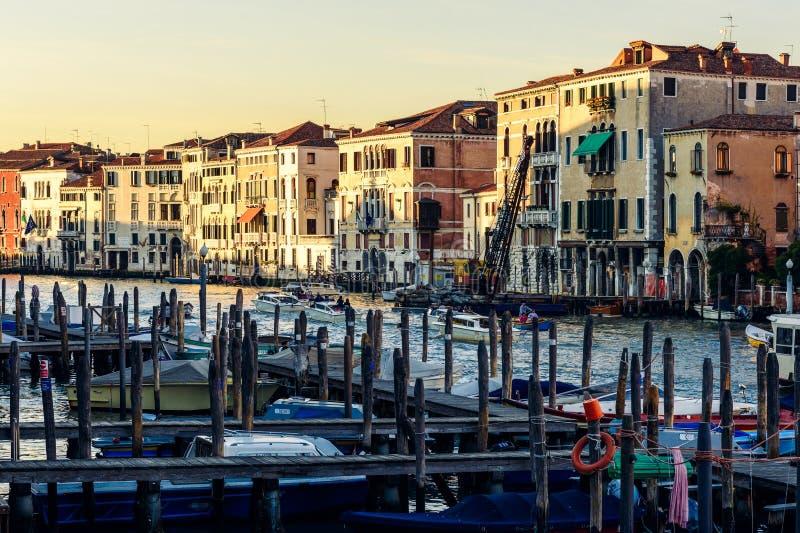 Förtöja polbriccola på stora Canale, Venedig, Italien arkivbild