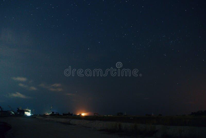 förtöjd sikt för nattportship arkivbilder