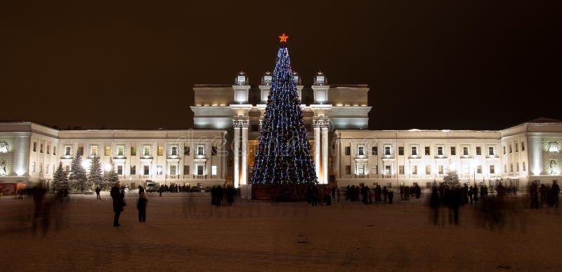förtöjd sikt för nattportship Den Samara Academic Opera och balettteatern är en av de största ryska musikaliska teatrarna royaltyfri bild