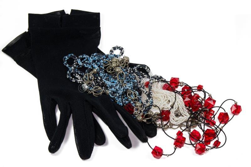 Förtjäna handskar och bijouterie arkivbilder