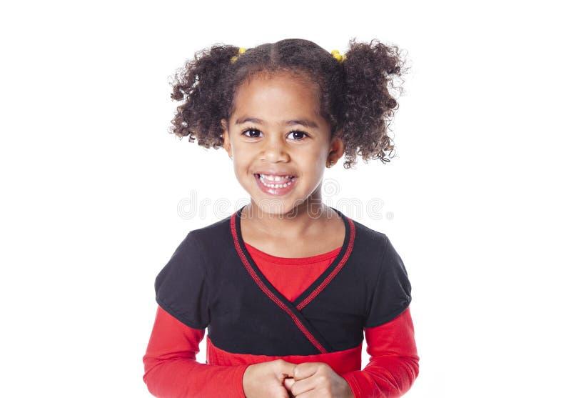 Förtjusande afrikansk liten flicka med den härliga frisyren som isoleras över vit arkivbild