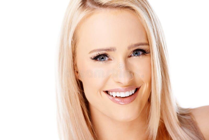 Förtjusande flicka med härligt leende royaltyfri bild