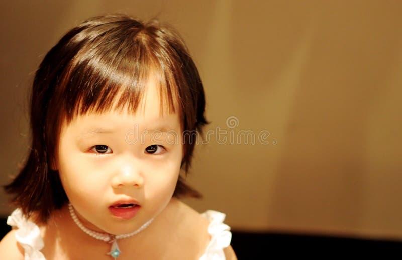 förtjusande litet barn fotografering för bildbyråer