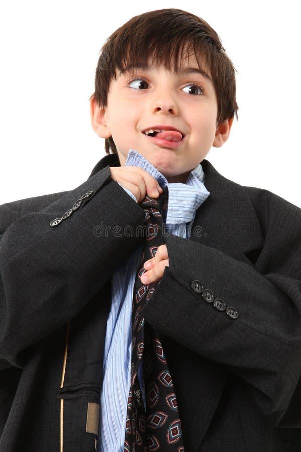 förtjusande pojke över sorterad dräkt arkivfoton