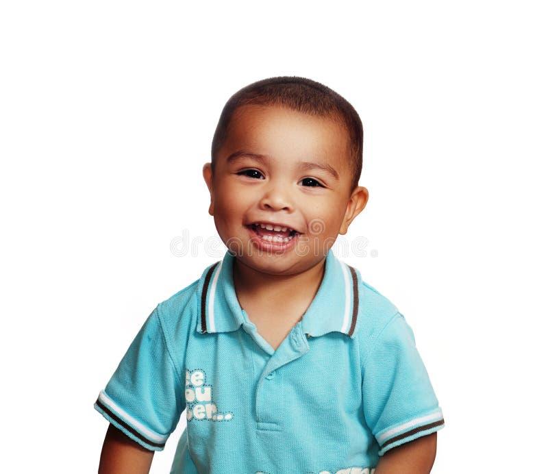 förtjusande pojke little som ler arkivbild