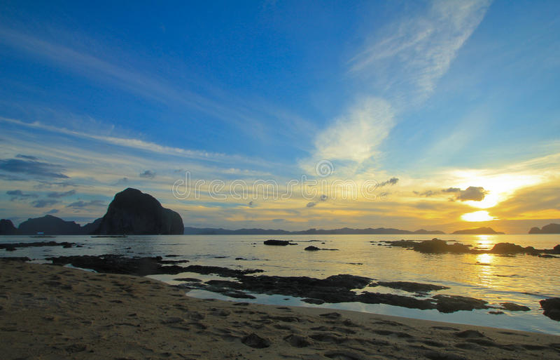 Förtjusande solnedgång fotografering för bildbyråer