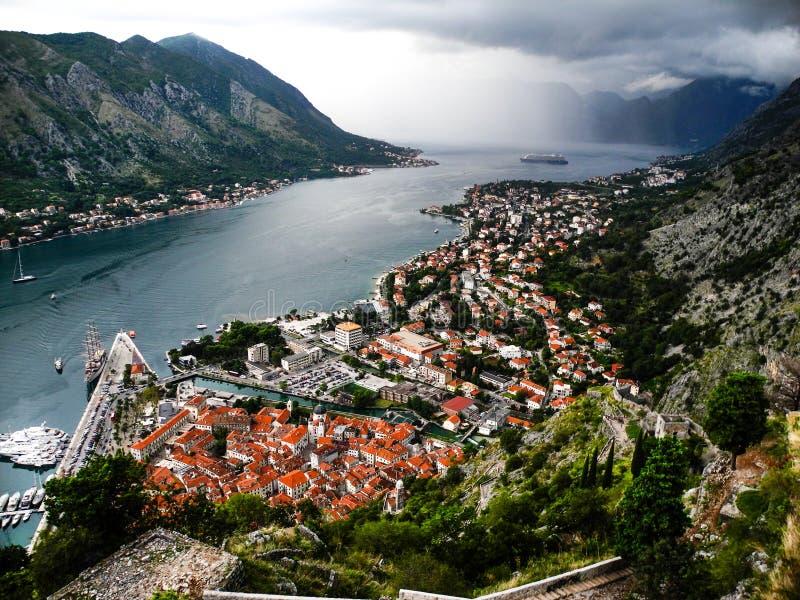 Förträfflig panoramautsikt till den Kotor fjärden, Montenegro arkivfoto