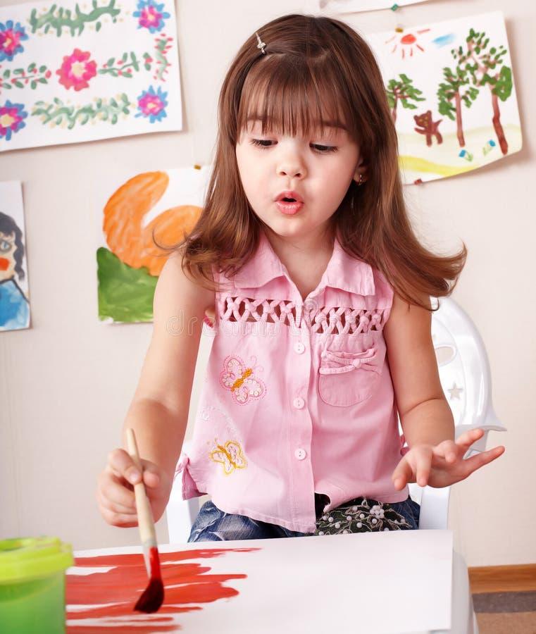 förträning för barnmålarfärgbild fotografering för bildbyråer