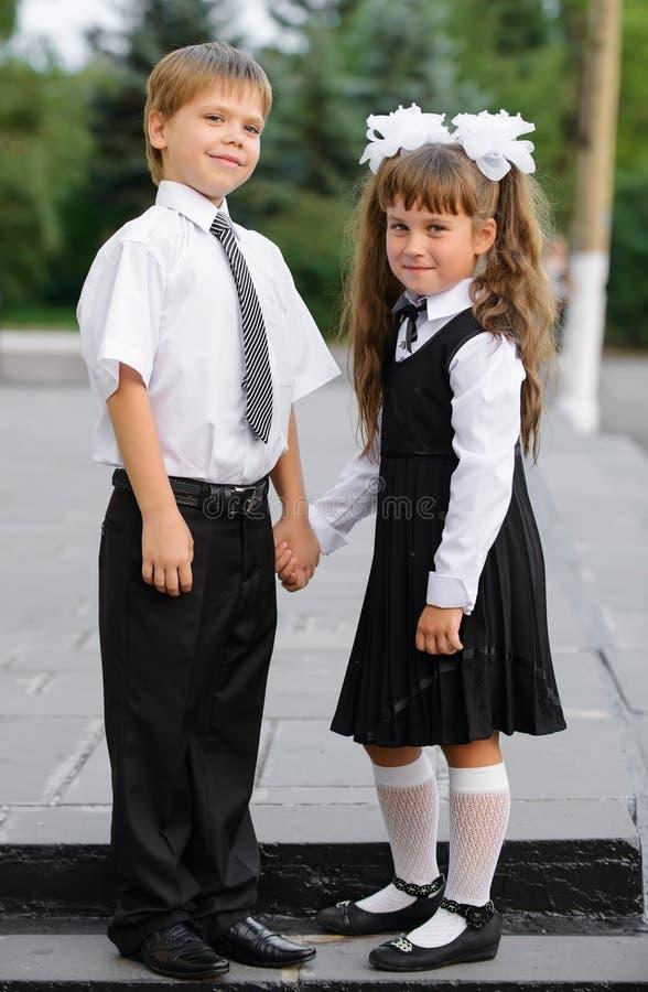 Förträningsbarn en pojke och en flicka royaltyfri bild