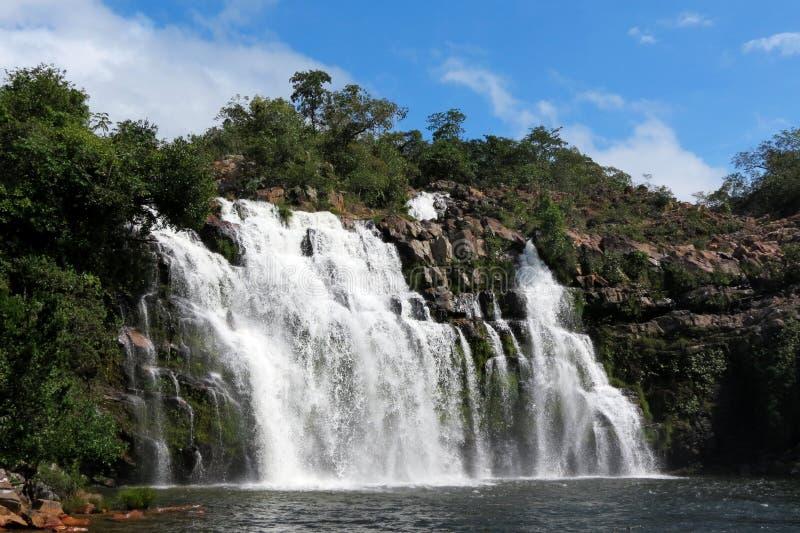 Förtrollad väl vattenfall - Chapada DOS Veadeiros - Brasilien arkivbilder