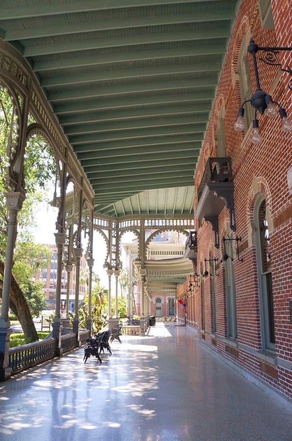 Förutom växten Hall av universitetet av Tampa i Tampa, Florida arkivbilder