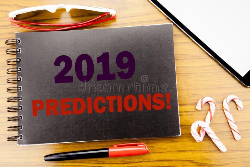 Förutsägelser för handskriftmeddelandetext 2019 Affärsidé för Predictive skriftligt för prognos på notepadanteckningsbokboken med arkivbilder