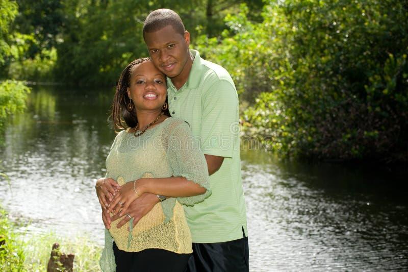 förväntansfulla föräldrar royaltyfri fotografi