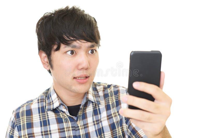 förvånad asiatisk man arkivfoto