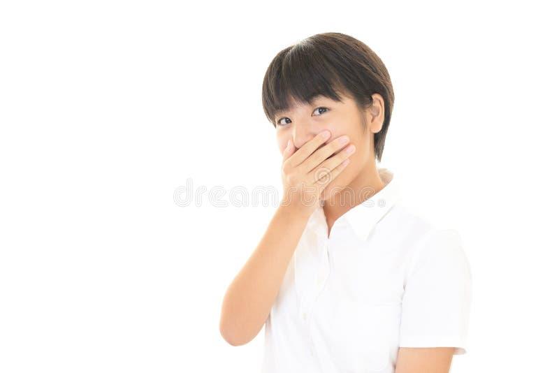 Förvånad asiatisk tonårig flicka fotografering för bildbyråer
