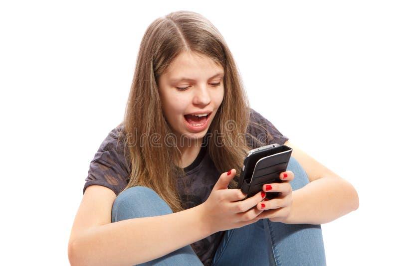 förvånad flickatelefon fotografering för bildbyråer