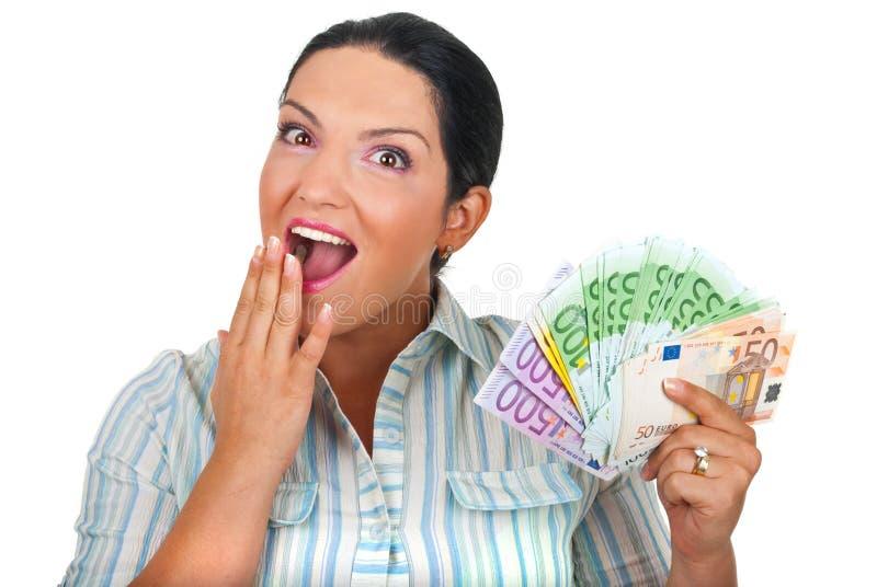förvånad kvinna för nävepengar arkivbild
