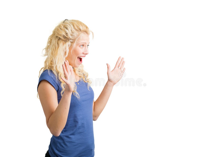 Förvånad kvinna som ser något royaltyfri bild