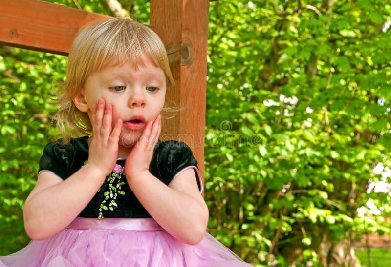 Förvånad litet barnflicka royaltyfria bilder