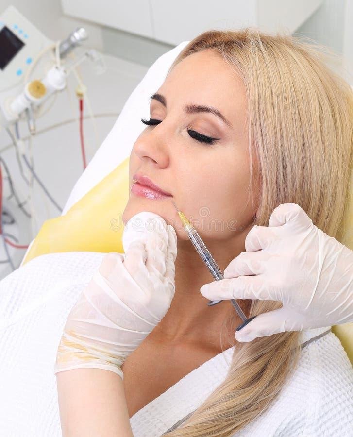 Föryngra ansikts- injektioner arkivbild