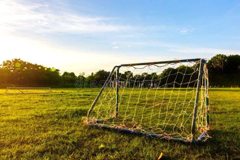Fútbol de la meta en el parque con una luz del sol imágenes de archivo libres de regalías