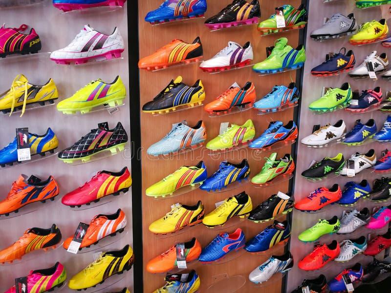 Fútbol del deporte de los zapatos imagenes de archivo