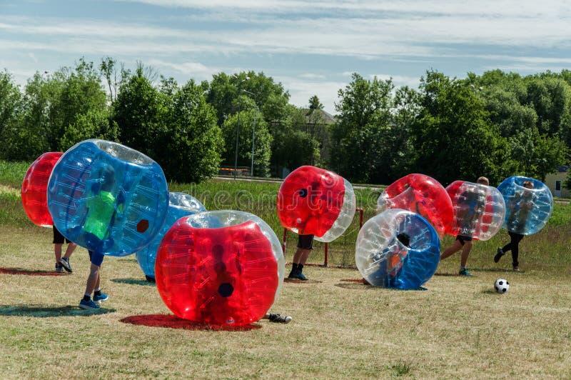 Fútbol Football de la burbuja imagenes de archivo