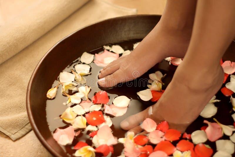 Füße Badekurortbehandlung stockfotografie