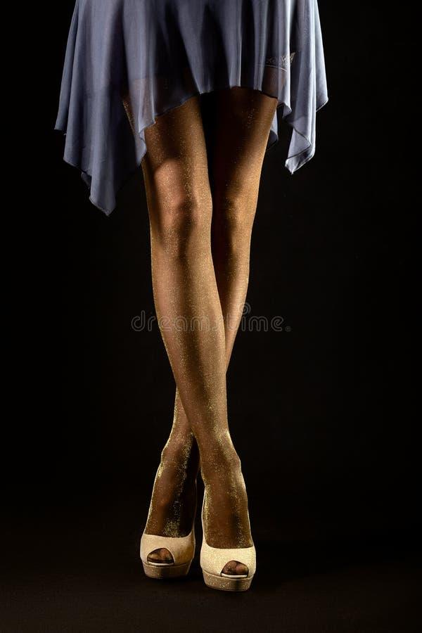 Füße in den Strümpfen stockfotografie