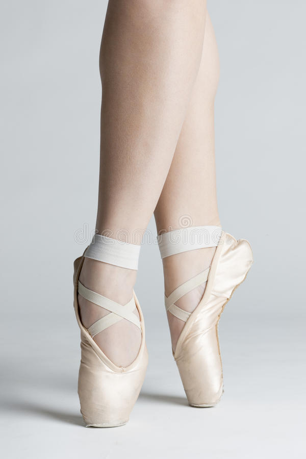 Füße des Balletttänzers stockbild