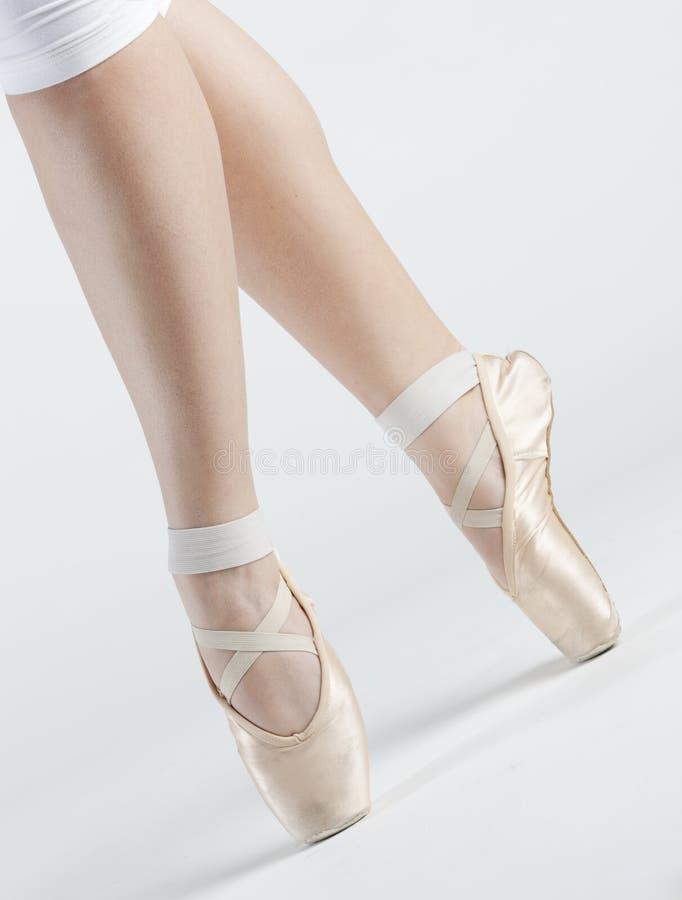 Füße des Balletttänzers lizenzfreies stockfoto