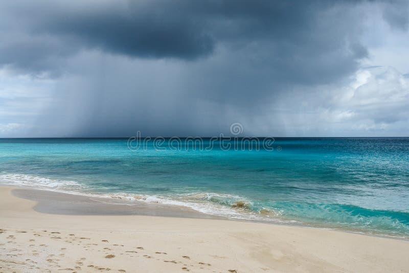 Führen der Regenwolke und -sturms über Ozean in Anguilla, Briten Antillen, BWI, karibisch stockbilder