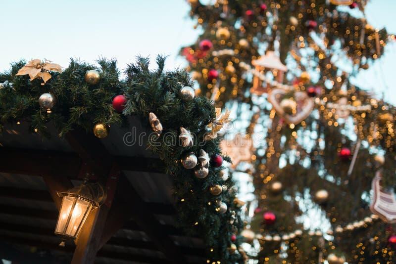 Führen Sie die Dekoration einzeln auf, die vom traditionellen Weihnachtsmarkt in der historischen Mitte von Prag geschossen wird lizenzfreies stockfoto