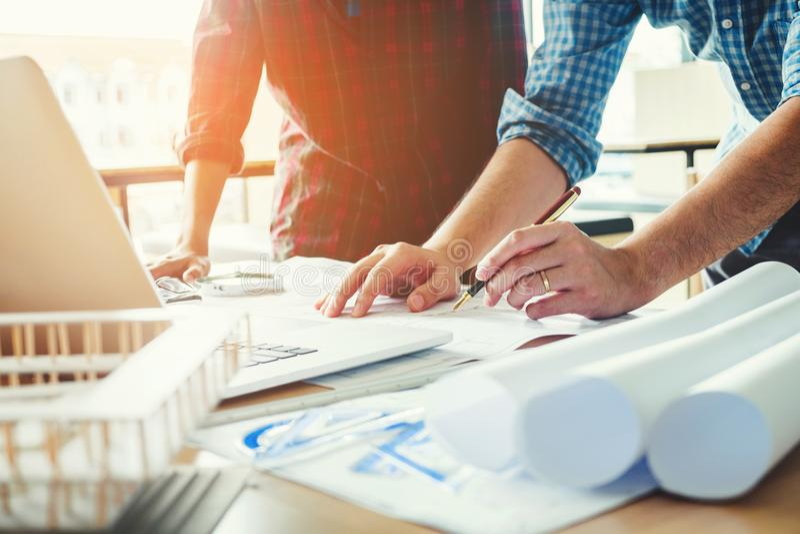 Führen Sie Sitzung für Architekturprojekt und Funktion mit Teil aus lizenzfreies stockbild