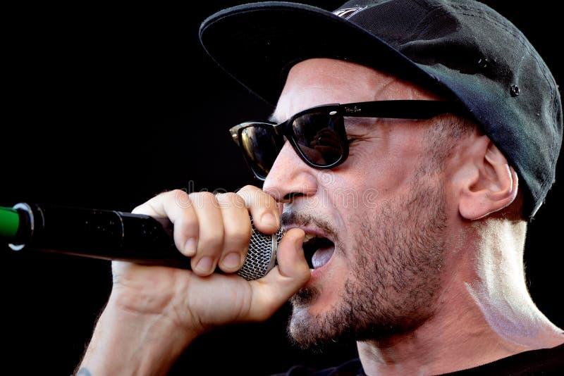 7 führen spanische Rap-Musik-Band Notas 7 Colores im Konzert an Primavera-Ton-Festival 2017 durch lizenzfreie stockfotos