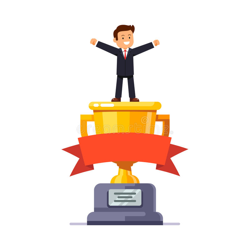 Führender Vertreter der Wirtschaft, der auf goldenem Cup des großen Siegers steht lizenzfreie abbildung