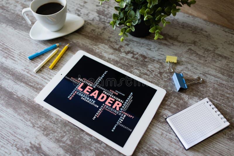 Führer, Führungskonzept fasst Wolke, auf Gerätschirm ab lizenzfreie stockfotos